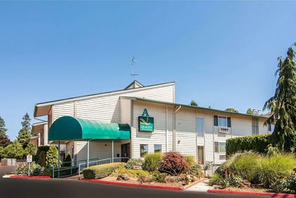 Exterior | Quality Inn And Suites Vancouver