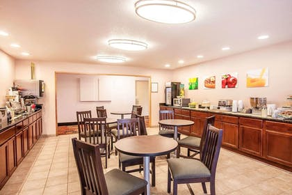Breakfast Area | Quality Inn And Suites Vancouver