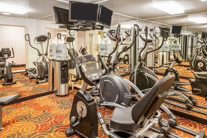 Fitness Facility | Quality Inn And Suites Vancouver