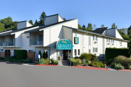 Hotel Front | Quality Inn And Suites Vancouver