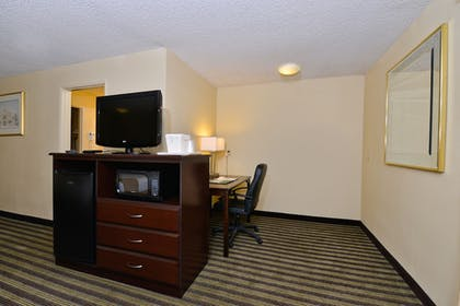 In-Room Business Center | Quality Inn And Suites Vancouver