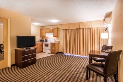 Guestroom | Quality Inn And Suites Vancouver