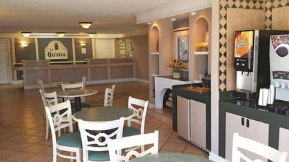 Dining | La Quinta Inn by Wyndham Albuquerque Airport