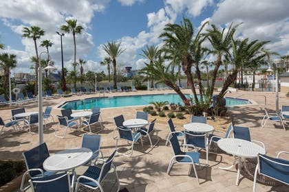 Outdoor Pool | Four Points by Sheraton Orlando International Drive