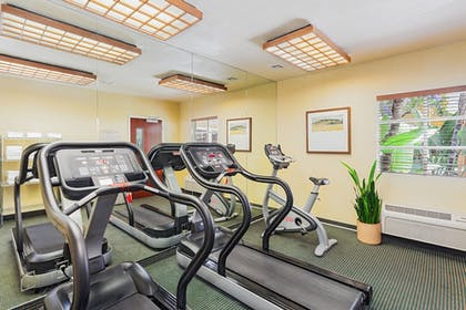Fitness Facility | Clementine Hotel & Suites Anaheim
