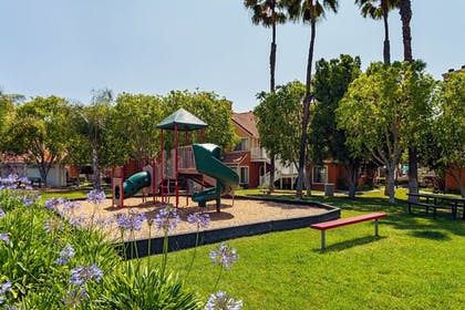 Childrens Play Area - Outdoor | Clementine Hotel & Suites Anaheim