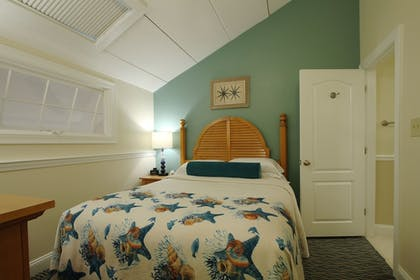 Guestroom | The Cove At Yarmouth