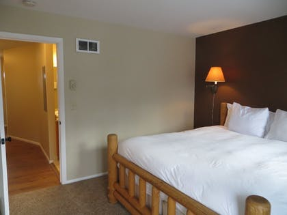 Guestroom | Snow King Resort Hotel & Luxury Residences