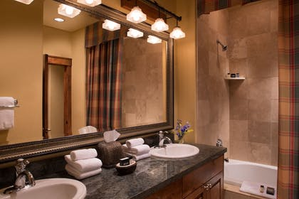 Bathroom | Snow King Resort Hotel & Luxury Residences