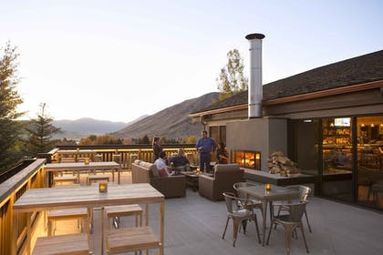 Outdoor Dining | Snow King Resort Hotel & Luxury Residences