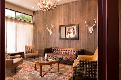 Lobby Sitting Area | Snow King Resort Hotel & Luxury Residences