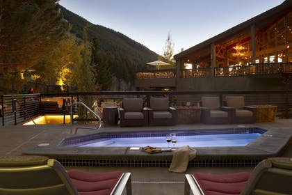 Outdoor Spa Tub | Snow King Resort Hotel & Luxury Residences