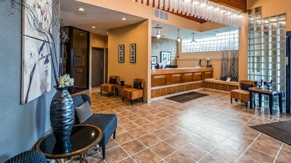 Lobby | Best Western Bordentown Inn