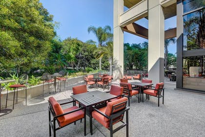 Terrace/Patio | DoubleTree by Hilton Hotel Anaheim - Orange County