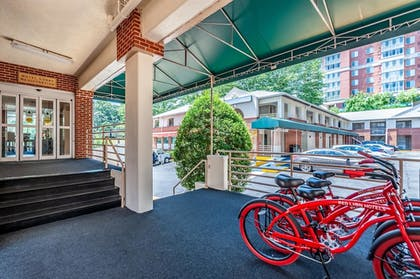 Exterior | Red Lion Hotel Rosslyn Iwo Jima