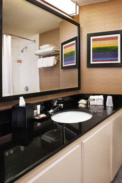 Guestroom   Sheraton Suites Chicago O'Hare