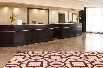 Lobby   Sheraton Suites Chicago O'Hare