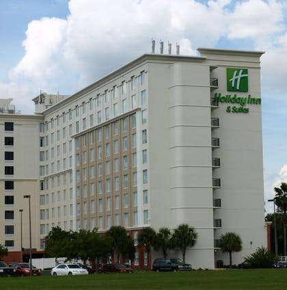 Exterior | Holiday Inn & Suites Across From Universal Orlando