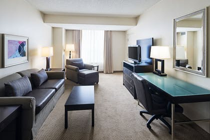 Guestroom | Holiday Inn & Suites Across From Universal Orlando