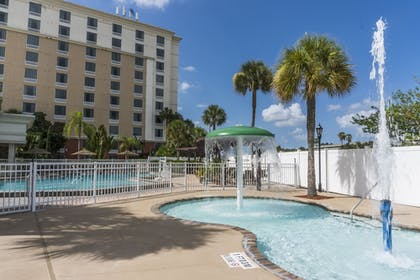 Sports Facility | Holiday Inn & Suites Across From Universal Orlando