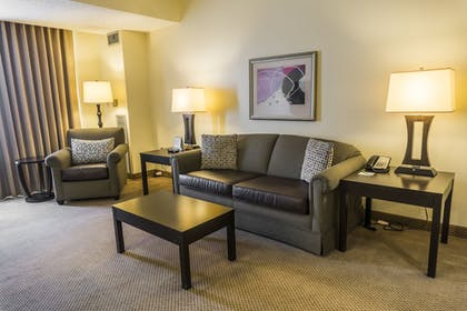 Living Area | Holiday Inn & Suites Across From Universal Orlando