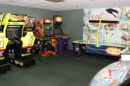 Game Room | Holiday Inn & Suites Across From Universal Orlando