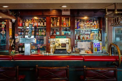 Hotel Bar | Quality Inn & Suites Port Canaveral Area