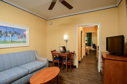 Living Area | Quality Inn & Suites Port Canaveral Area
