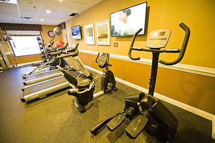 Gym | Hotel d'Lins Ontario Airport