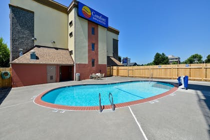 Pool | Comfort Inn & Suites Downtown Vancouver
