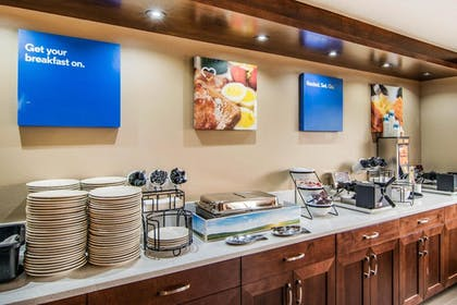 Breakfast Area | Comfort Inn & Suites Downtown Vancouver