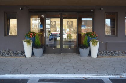 Hotel Entrance | Comfort Inn & Suites Downtown Vancouver