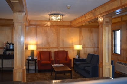 Lobby Sitting Area | Comfort Inn & Suites Downtown Vancouver