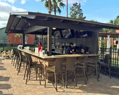 Poolside Bar | Legacy Vacation Resort Orlando-Kissimmee