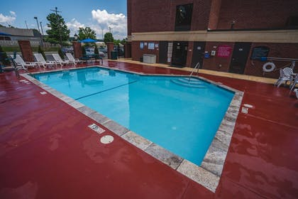 Outdoor Pool | Comfort Suites Outlet Center