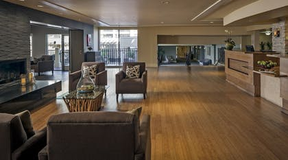 Lobby Sitting Area | Toll House Hotel