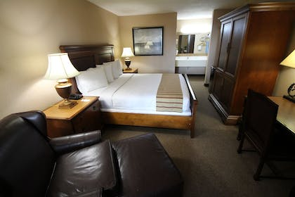 Guestroom | Magnuson Grand Hotel and Conference Center Tyler