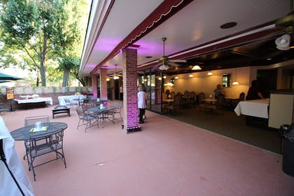 Outdoor Dining | Magnuson Grand Hotel and Conference Center Tyler