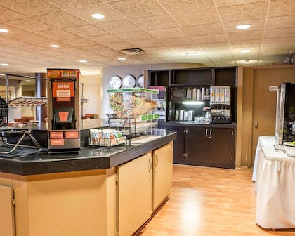 Breakfast Area | Quality Inn & Suites Orland Park - Chicago