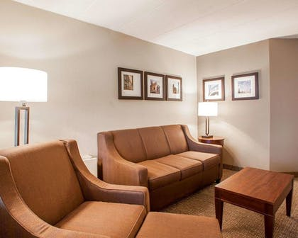 Room | Quality Inn & Suites Orland Park - Chicago