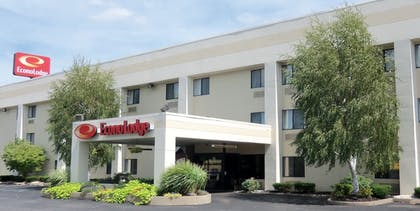 Hotel Front | Econo Lodge Arena Wilkes Barre
