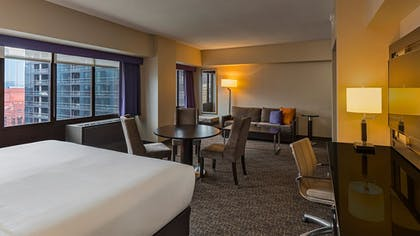 Guestroom | Holiday Inn Chicago-Mart Plaza River North