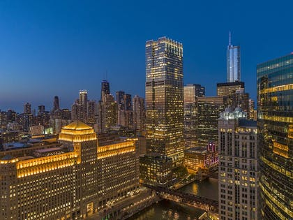 Aerial View | Holiday Inn Chicago-Mart Plaza River North