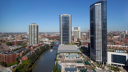 | Studio Suite, 1 King Bed, Non Smoking, City View | Holiday Inn Chicago-Mart Plaza River North