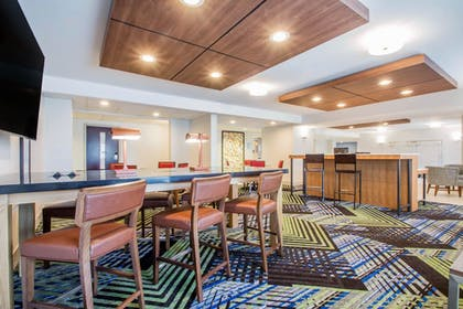Lobby | Holiday Inn Express and Suites Albany Airport- Wolf Road