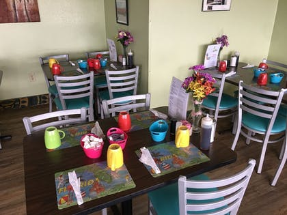 Cafe | Tropical Winds Oceanfront Hotel