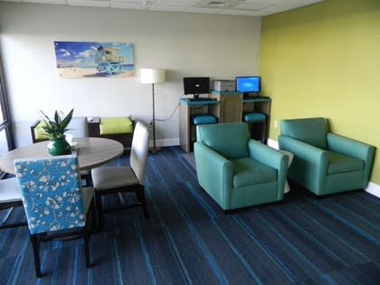Lobby Sitting Area | Tropical Winds Oceanfront Hotel