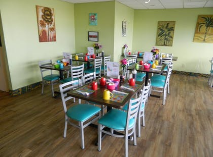 Dining | Tropical Winds Oceanfront Hotel