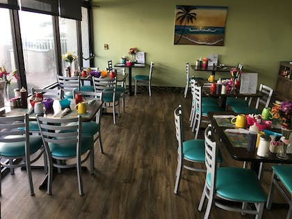 Family Dining | Tropical Winds Oceanfront Hotel