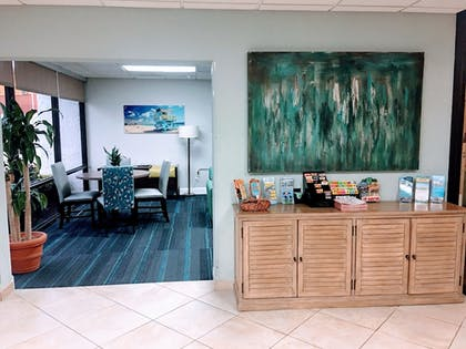 Lobby | Tropical Winds Oceanfront Hotel